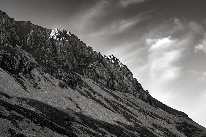 Mountain-ridge-Snowdonia-National-Park-Wales